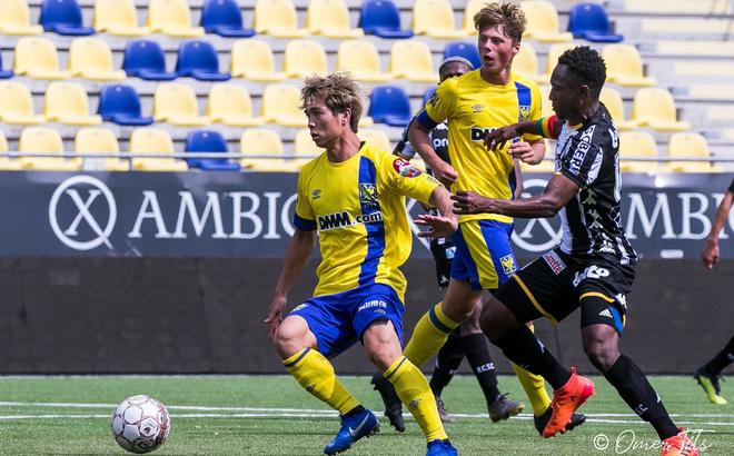 Công Phượng trong trận đấu giao hữu cho Sint-Truidense gần đây, gặp CLB cũng ở giải vô địch Bỉ - Charleroi.