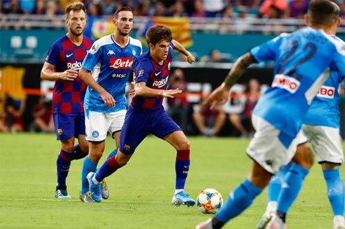 HLV Valverde sẵn sàng cho các cầu thủ trẻ vào sân. Ảnh: Reuters
