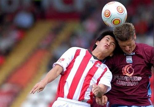 10 năm sau khi Công Vinh thi đấu cho Leixoes (sọc đỏ trắng) mới lại có một cầu thủ Việt Nam thi đấu ở châu Âu.