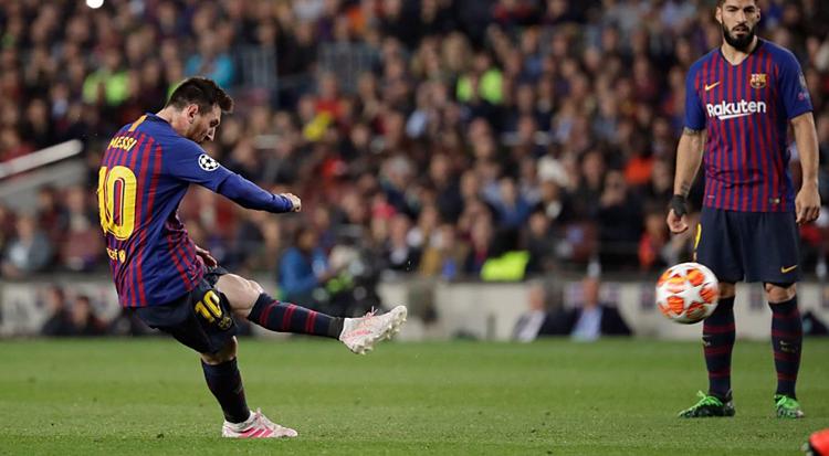 Messi (trái) ấn định tỷ số 3-0 ở bán kết lượt đi Champions League 2018-2019 gặp Liverpool. Ảnh: Sportnet.