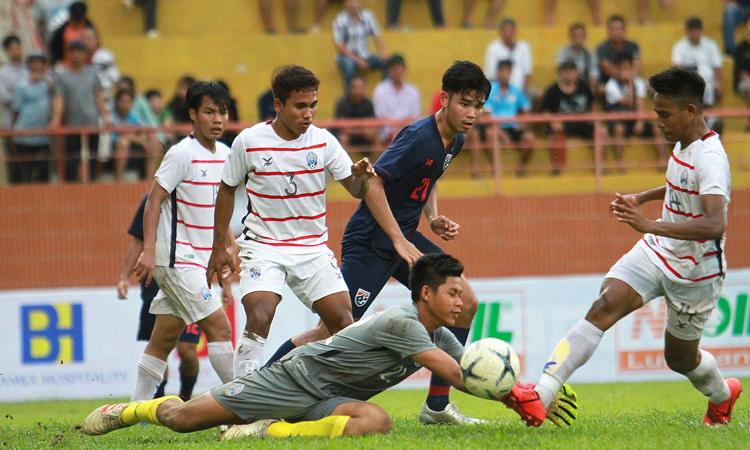 Campuchia gây bất ngờ lớn nhất từ đầu giải U18 Đông Nam Á năm nay khi đánh bại Thái Lan.