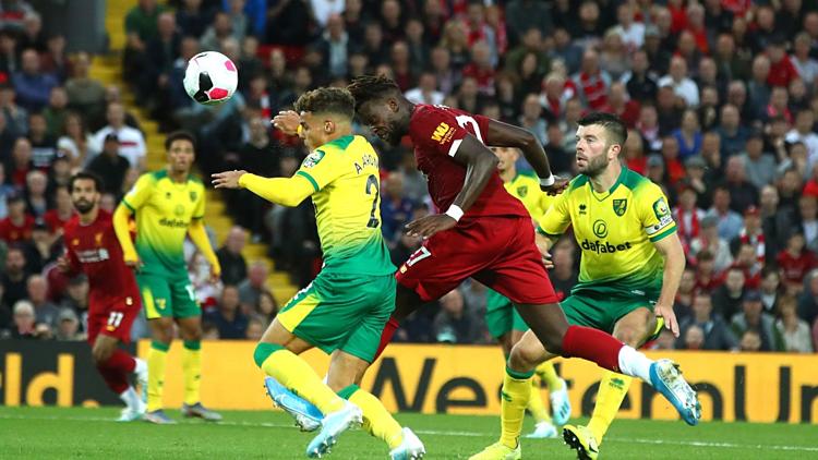 Origi (đỏ) nâng tỷ số lên 4-0 cho Liverpool ở cuối hiệp một. Ảnh:Premier League.