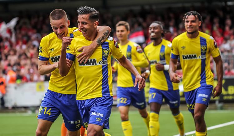 Sint-Truiden giành chiến thắng 2-1 trên sân nhà, thoát khỏi vị trí bét bảng.