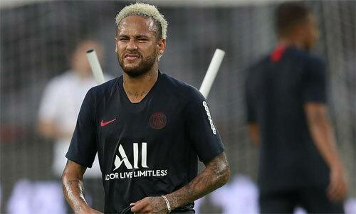 CĐV không còn muốn thấy mặt Neymar. Ảnh: Reuters