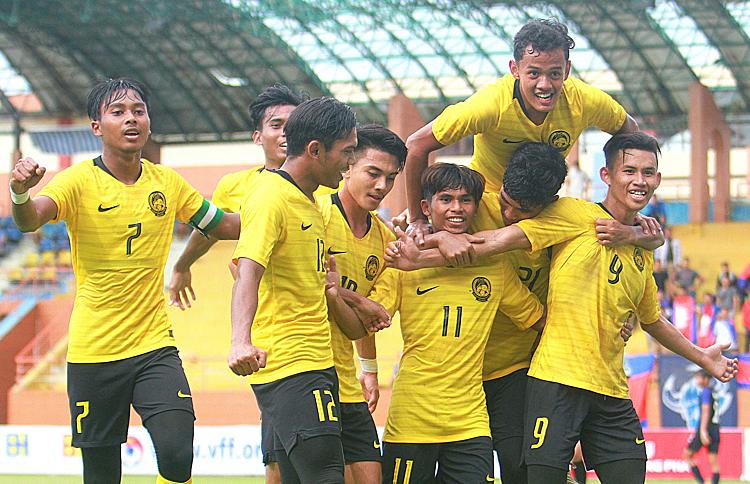 Malaysia bất ngờ đánh bại Australia khiến cục diện bảng B trở nên khó lường.