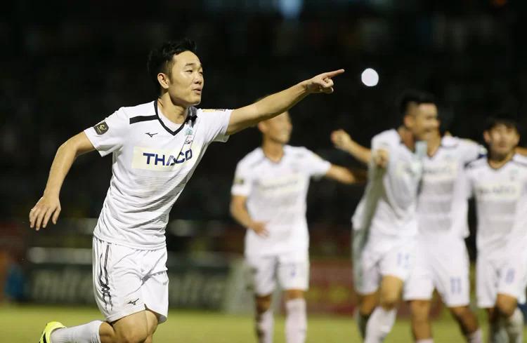 Việc HAGL không chịu hoặc không đủ khả năng cạnh tranh chức vô địch ít nhiều thiệt hại cho chính những cầu thủ chất lượng của họ như Xuân Trường, Văn Toàn.