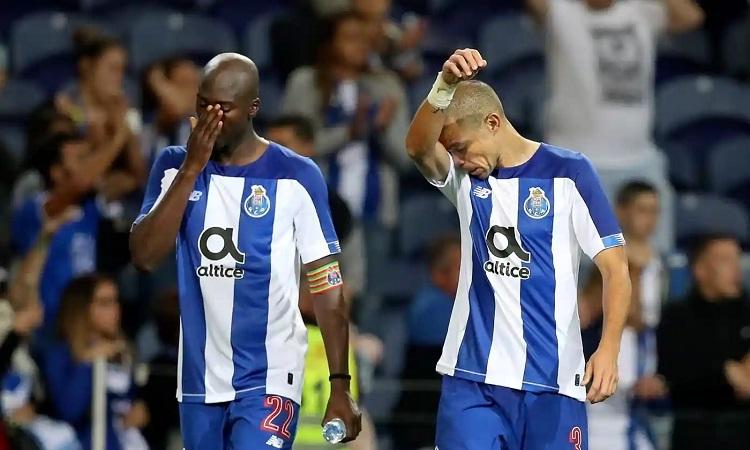 Hai tuyển thủ Bồ Đào Nha Danilo Pereira và Pepe không thể giúp Porto góp mặt ở Champions League năm nay. Ảnh: EPA.