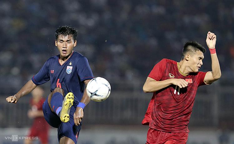 Cơ hội đi tiếp của Việt Nam phụ thuộc rất nhiều vào thái độ và kết quả thi đấu của Thái Lan với Malaysia. Ảnh: Đức Đồng.