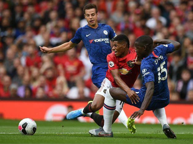 Chelsea (áo xanh) muốn sớm quên đi thất bại 0-4 trước Man Utd cuối tuần trước. Ảnh: AP.