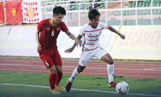 Campuchia (áo trắng)giành sáu điểm ở vòng bảng U18 Đông Nam Á 2019.