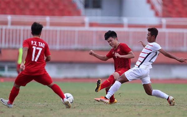 Sự nóng vội trong hiệp hai khiến Việt Nam bộc lộ những điểm yếu để Campuchia khai thác. Ảnh: Đức Đồng.