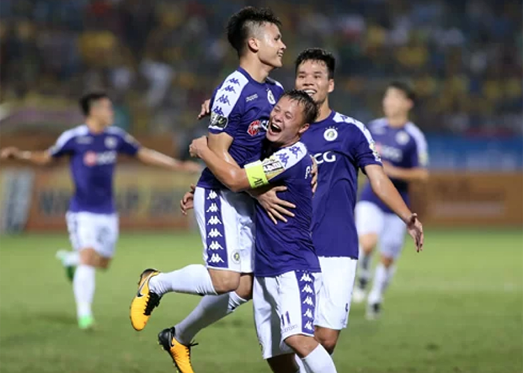 Quang Hải đang có phong độ cao, sau cú hat-trick kiến tạo trong trận thắng Thanh Hoá là siêu phẩm vào lưới Đà Nẵng.