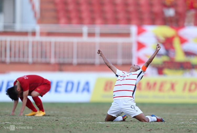 Thất bại lần này có thể là cần thiết với những người làm bóng đá Việt Nam, để nhìn nhận lại các vấn đề với cầu thủ trẻ và hệ thống thi đấu quốc gia. Ảnh: Đức Đồng.