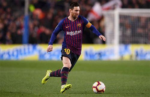 Việc để Messi đảm trách cả hai nhiệm vụ kiến tạo và ghi bàn không hẳn là một lựa chọn tốt trong bóng đá hiện đại. Ảnh: Reuters