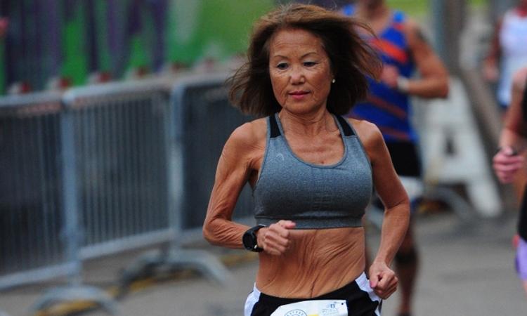 Rice bất ngờ chạy tốt qua các đoạn đường đồi trên đường lập kỷ lục thế giới.
