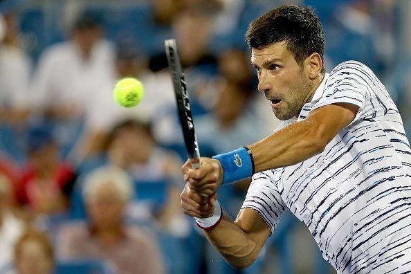 Djokovic khởi đầu thuận lợi, nhưng đánh bất sự chính xác và uy lực khi Medvedev thay đổi lối chơi.