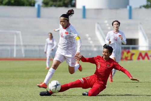 Việt Nam (áo trắng) thi đầu nhàn, thắng dễ 7-0. Ảnh: VFF