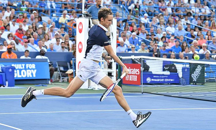 Medvedev lần thứ hai liên tiếp đánh bại Djokovic.