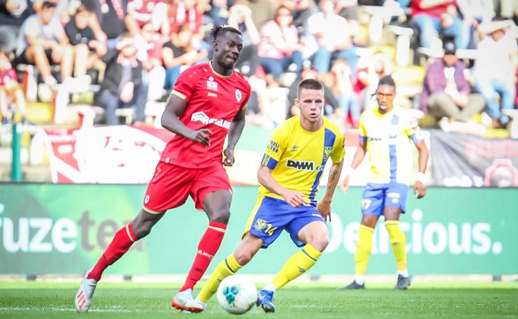 Sint-Truiden thua ba, thắng một sau bốn vòng đấu.