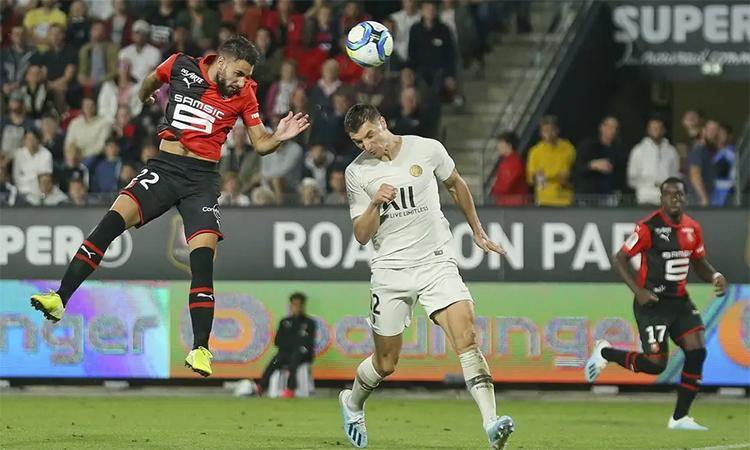 Hàng thủ PSG mắc lỗi trong cả hai bàn thua.
