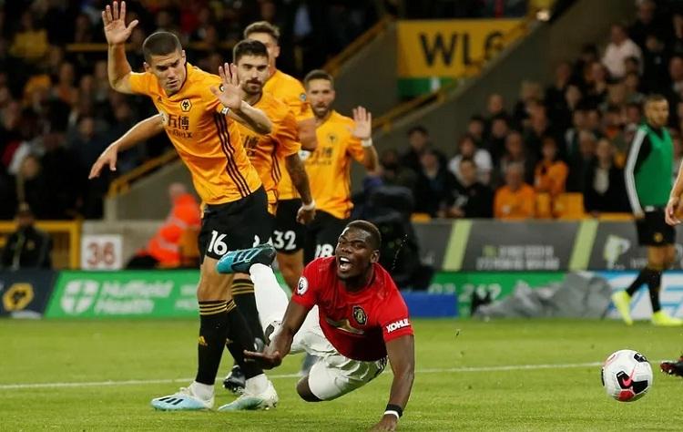 Pogba bỏ lỡ cơ hội ngon ăn để giúp Man Utd ra về với ba điểm. Ảnh: Reuters.