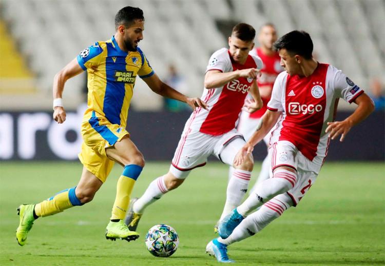 Ajax gặp nhiều khó khăn trước APOEL (áo vàng xanh), nhưng vẫn còn trận lượt về để nuôi hy vọng dự vòng bảng Champions League mùa này.