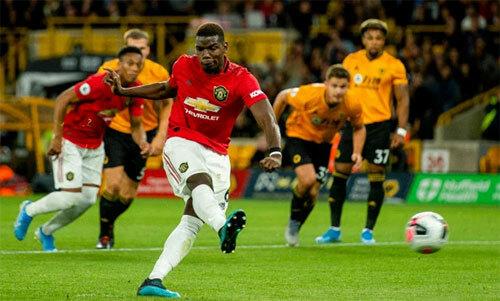 Cú đá hỏng khiến Pogba trở nên đáng ghét hơn trong mắt CĐV Man Utd.