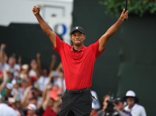 Woods ăn mừng sau khi vô địch Tour Championship. Ảnh: US Today.