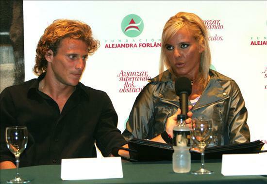 Vụ tai nạn từng khiến ggười chị Alejandra nguy kịch là động lực lớn, thôi thúc Forlan tiến lên trong bóng đá.