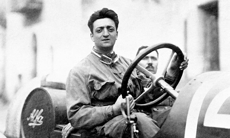 Enzo Ferrari luôn tự hào với sức mạnh động cơ của đội đua của ông. Ảnh: italian-traditions.