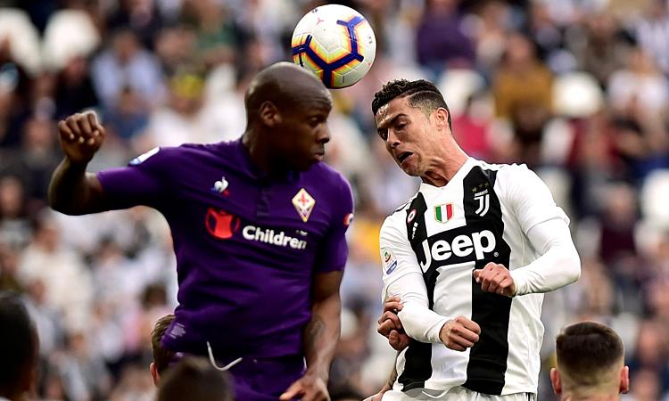 Các trận Serie A thường diễn ra muộn hơn Ngoại hạng Anh. Ảnh: Reuters.