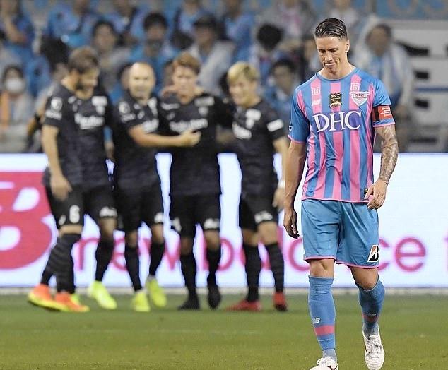 Torres (phải) đá trọn 90 phút ở trận cuối cùng. Ảnh: AP.