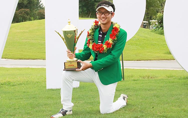 Varuth Nguyễn mừng chức vô địch tại giải đối kháng chuyên nghiệp VPG Tour 2019. Ảnh: Golfnet.