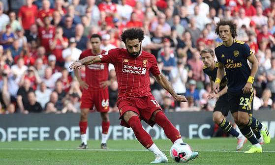 Salah cứa lòng thành bàn, nâng tỷ số lên 3-0 cho Liverpool. Ảnh: Reuters.