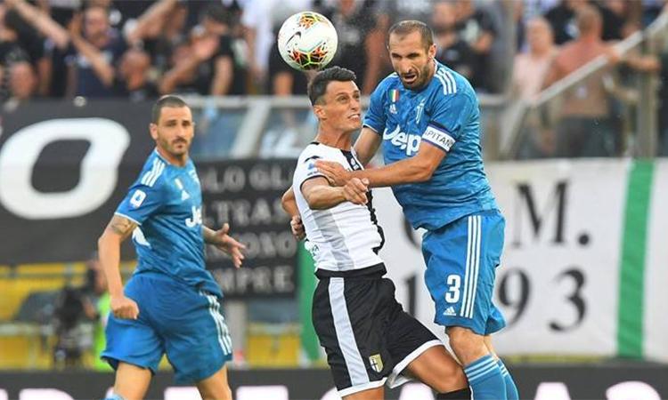 Các ngôi sao tấn công im tiếng, nhưng Chiellini (số 3) toả sáng kịp thời để giúp Juventus có ba điểm.