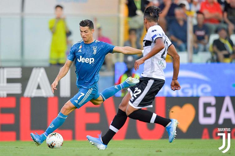 Ronaldo rất chịu khó dứt điểm và được trao nhiều cơ hội, nhưng tỏ ra kém duyên trước khung thành Parma. Ảnh: Juventus.