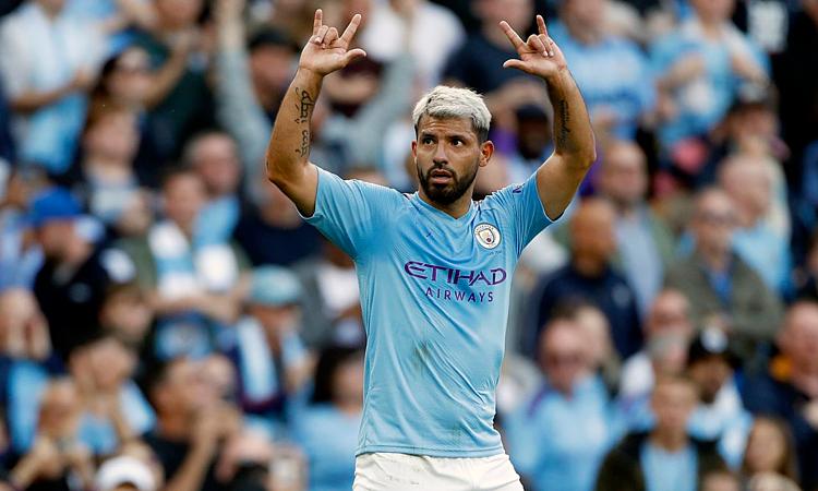Aguero lập cú đúp giúp Man City trở lại quỹ đạo thắng. Ảnh: AP.