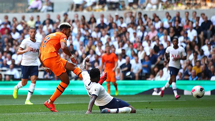 Joelinton (số 9) ghi bàn đầu tiên tại Ngoại hạng Anh. Ảnh: Premier League.