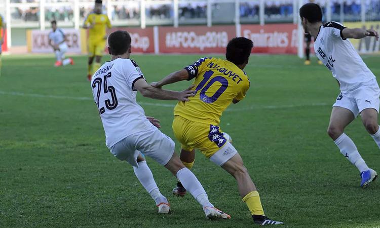 Văn Quyết (số 10) ghi cả hai bàn cho Hà Nội. Ảnh: AFC.
