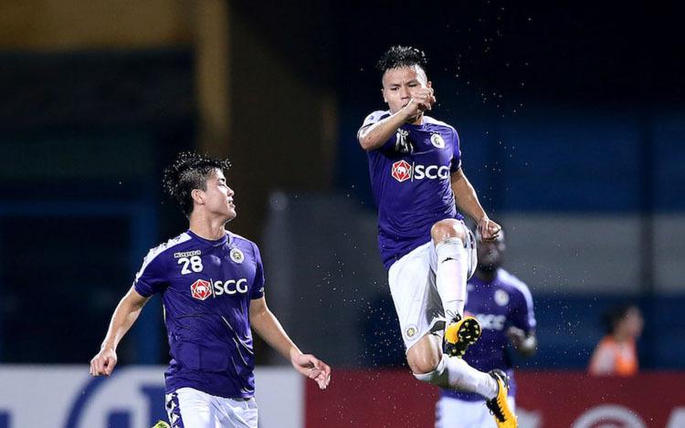 Quang Hải ăn mừng bàn thắng khi đánh bại Altyn Asyr 3-2 trong trận bán kết lượt đi tại Hàng Đẫy.