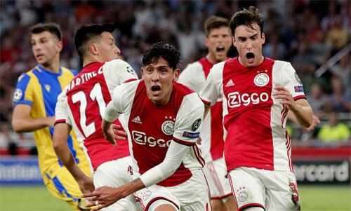 Ajax thoát hiểm ở vòng loại. Ảnh: Reuters