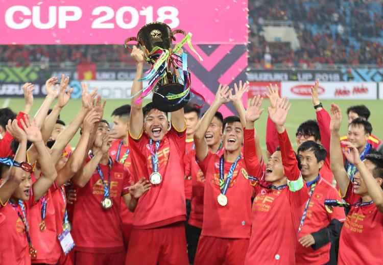 Đoàn Văn Hậu đá chính cho tuyển Việt Nam giành chức vô địch AFF Cup khi mới 19 tuổi. Ảnh: Đức Đồng
