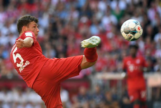 Pavard có bàn đầu tiên cho Bayern. Ảnh: Reuters.
