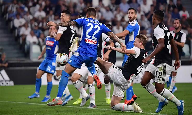 De Ligt mắc lỗi trong bàn thua thứ ba của Juventus. Ảnh: AFP.