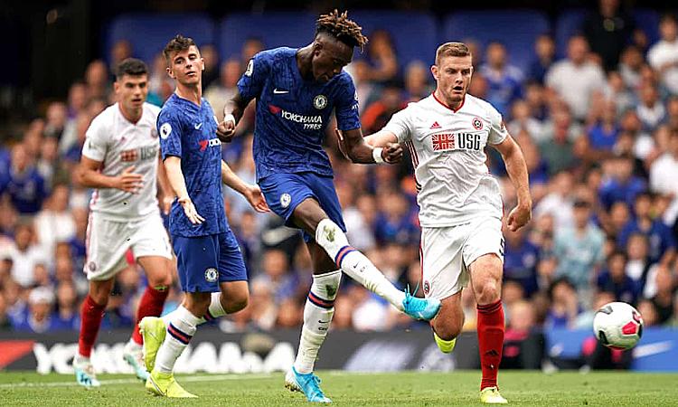 Abraham trận thứ hai liên tiếp lập cú đúp nhưng không thể giúp Chelsea chiến thắng. Ảnh: PA.