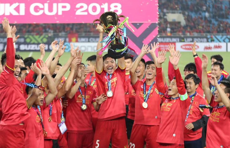 20 tuổi, Văn Hậu đã có nhiều danh hiệu như chức vô địch AFF Cup, V-League, Siêu Cup quốc gia, HC bạc U23 châu Á....Ảnh: Đức Đồng