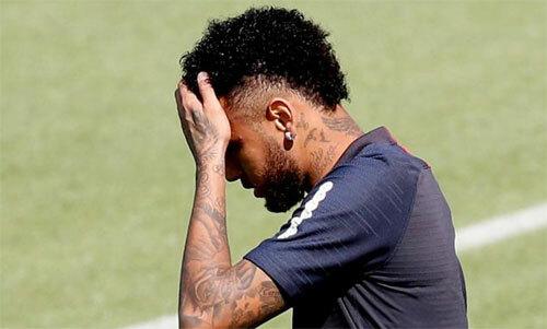 Neymar đối mặt khó khăn do Barca và PSG không thể đạt thỏa thuận.