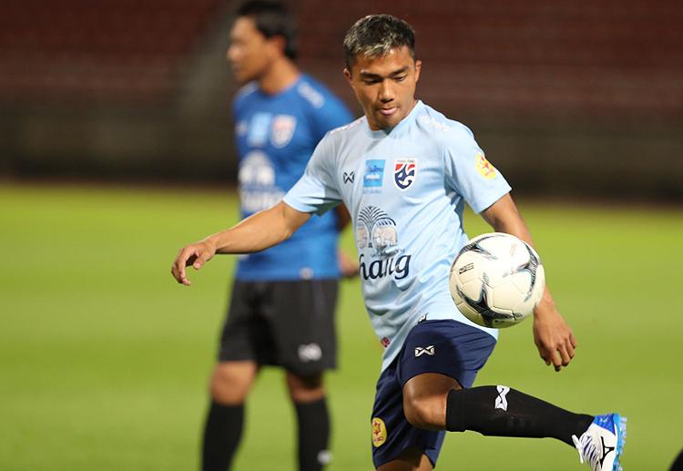 Chanathip tập cùng tuyển Thái Lan trên sân Thamasat tối 2/9. Ảnh: Đức Đồng