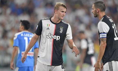 De Ligt (giữa) chưa chứng minh được gì trong màu áo Juventus. Ảnh: Reuters