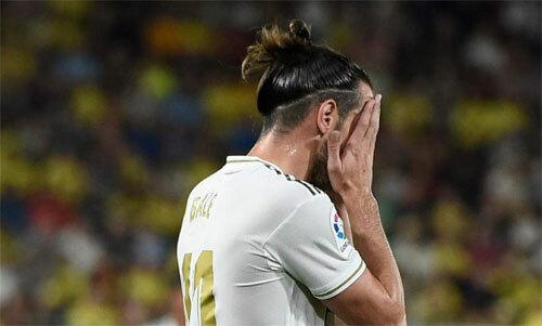 Bale trả giá cho việc phạm lỗi doham bóng. Ảnh: Reuters